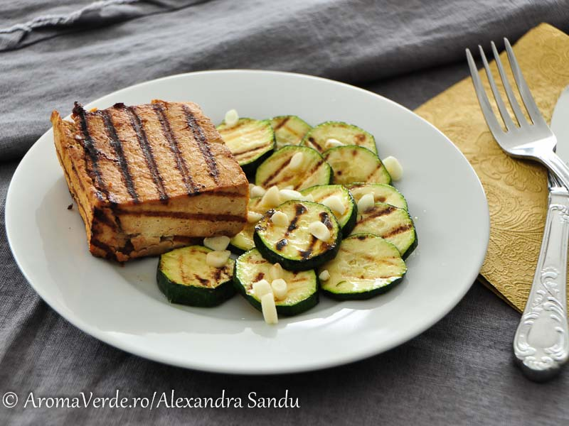 Friptură de tofu și zucchini