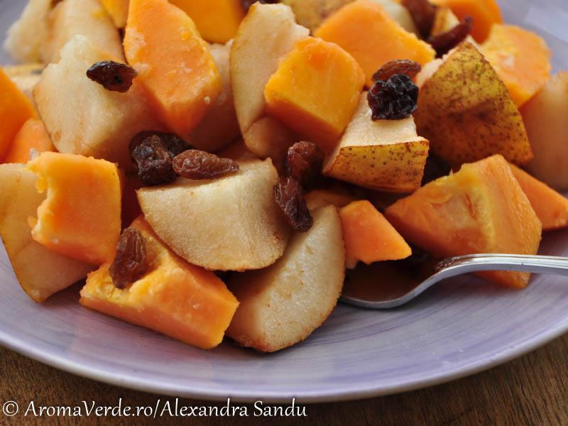Salata din papaya, pere, stafide