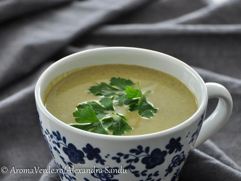 Supă din broccoli, mazare și spanac cu lemongrass