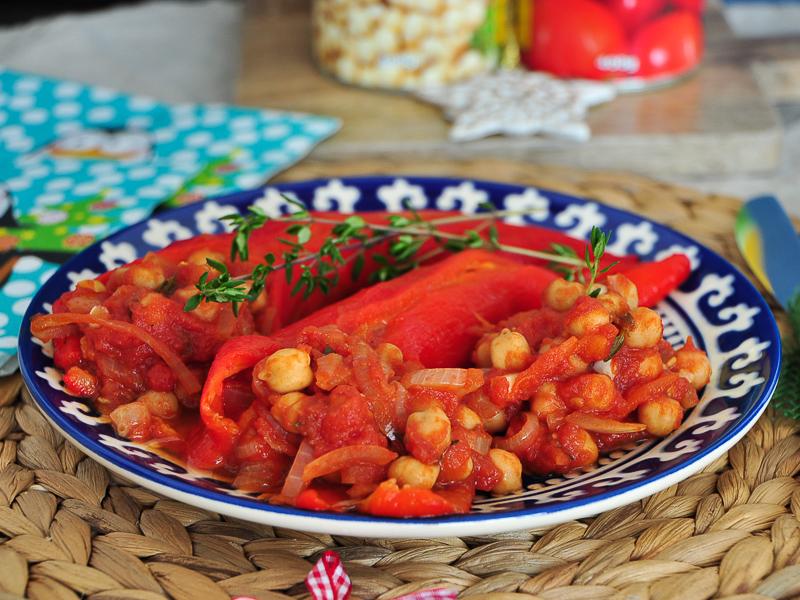 Ardei copți, năut Sun Food cu roșii, ceapă și cimbru verde