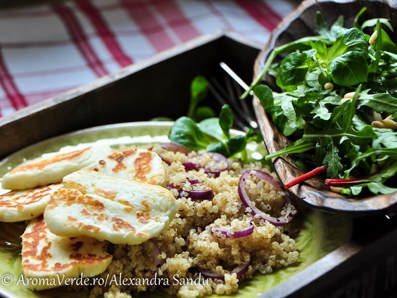 Quinoa_halloumi_și salată de verdețuri