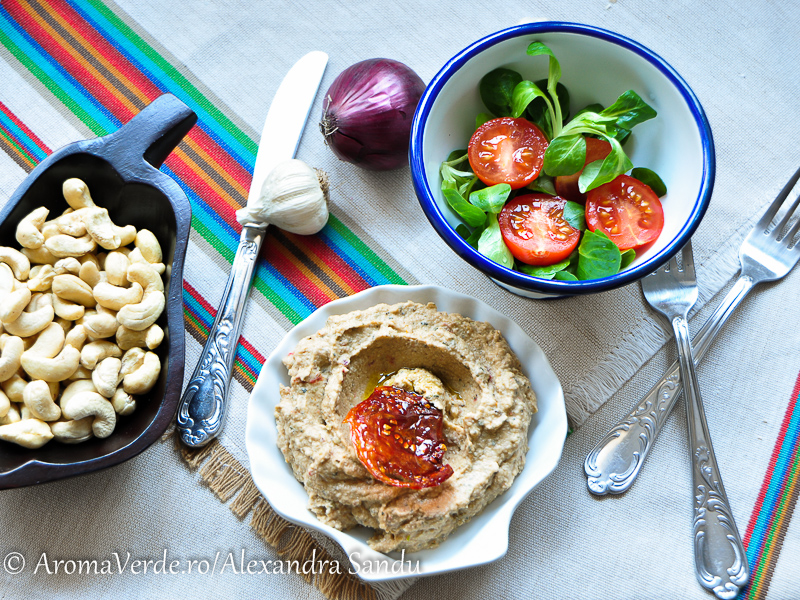 Salată de vinete și valeriană cu roșii