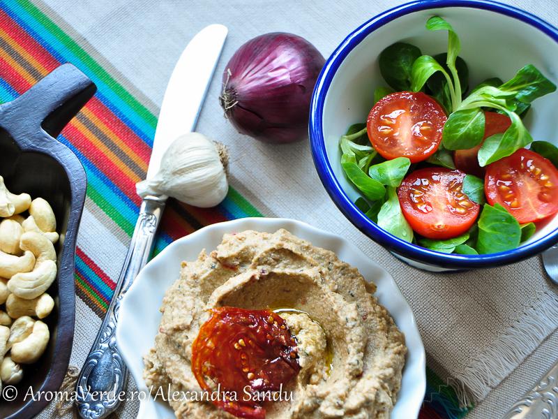 Salată de vinete, valeriană, roșii