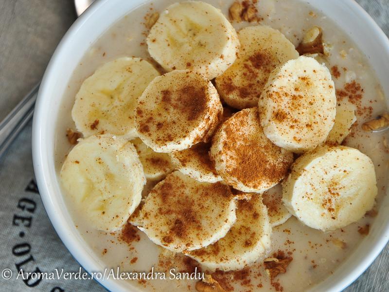 Porridge vegan cu banană