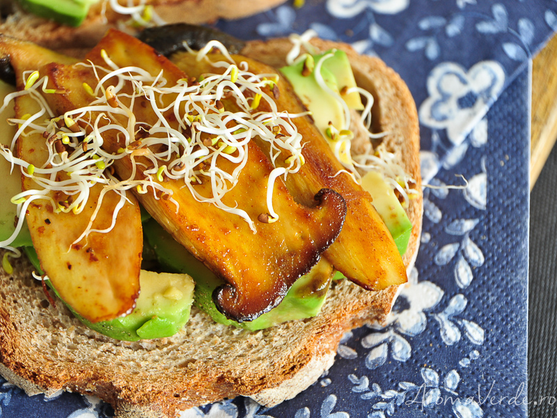 Sandwich rapid cu avocado si ciuperci oyster