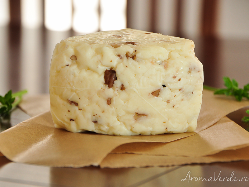 Brânză maturată Artesana cu nuci