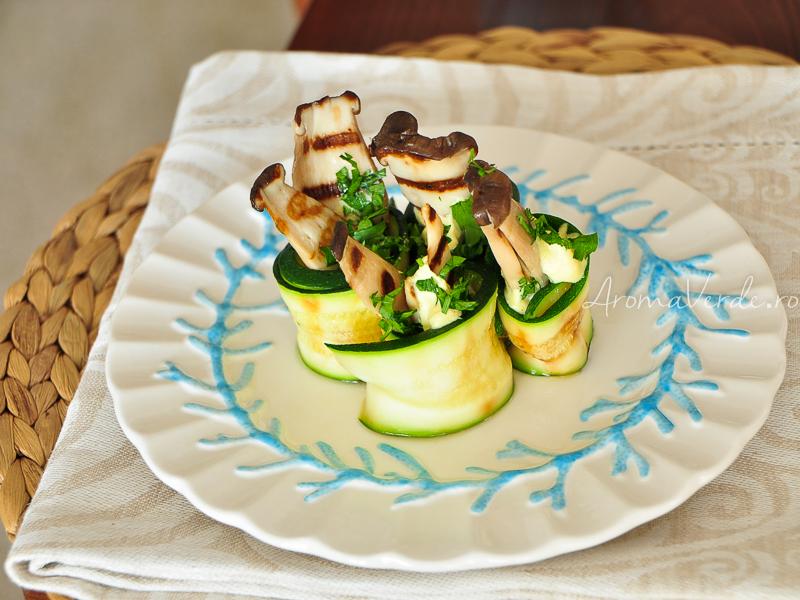 Rulouri de dovlecel cu ciuperci si maioneza vegana
