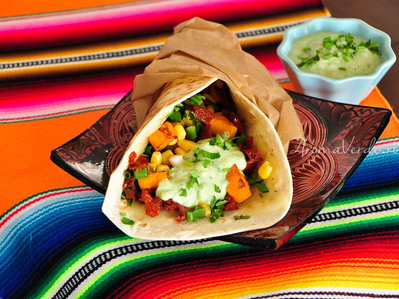 Tacos cu cartofi dulci și sos de avocado