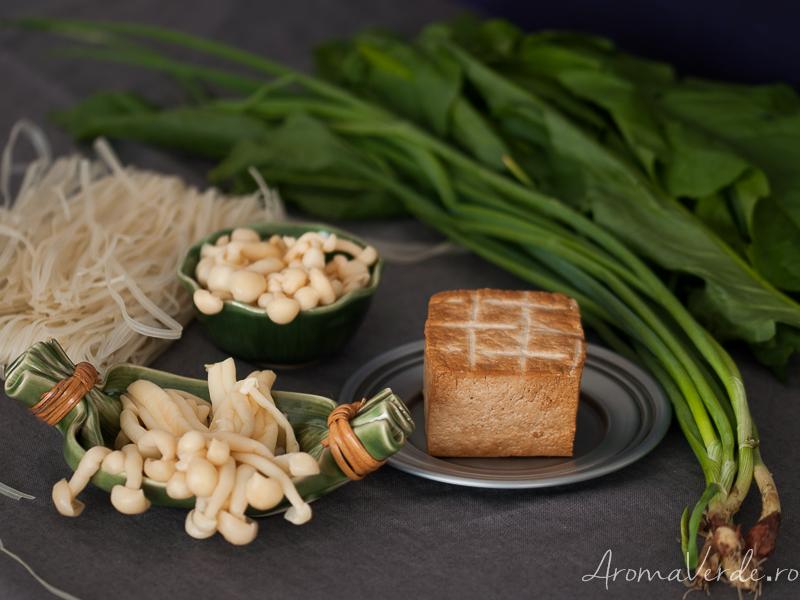 Noodles de orez si alte ingrediente