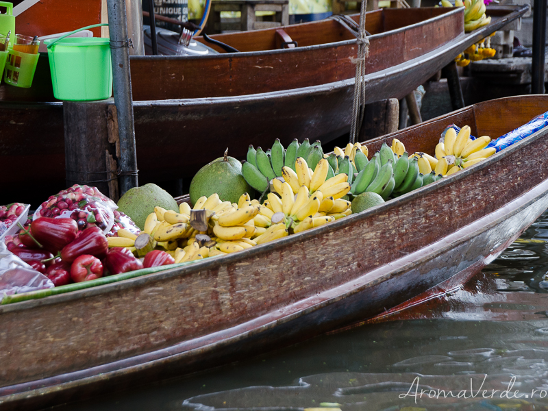 Fructe exotice piața plutitoare