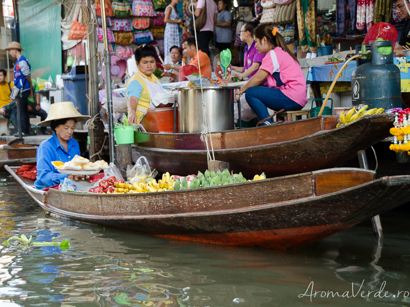 Fructe pe barcă piața plutitoare