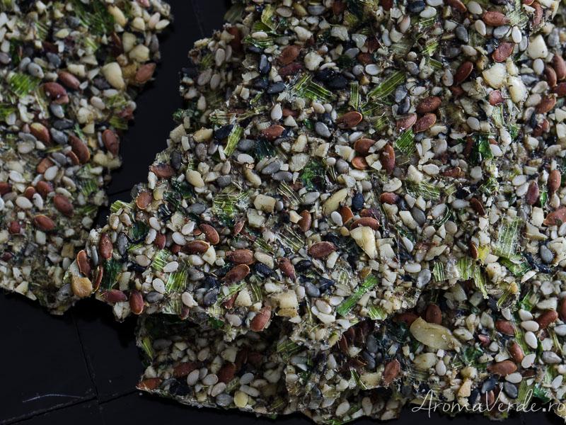 Crackers raw cu verdeață