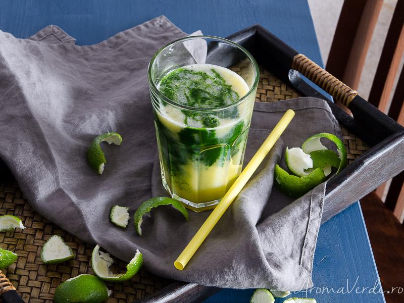 Suc din kale, măr, kiwi, lime