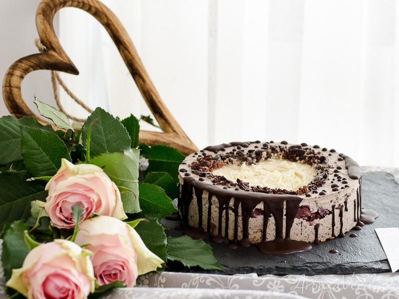 Tort raw vegan cu ciocolată albă_
