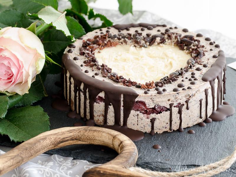 Tort raw vegan cu straciatella ziua îndrăgostiților