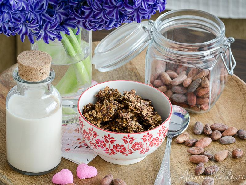 Muesli crocant cu boabe de cacao crude