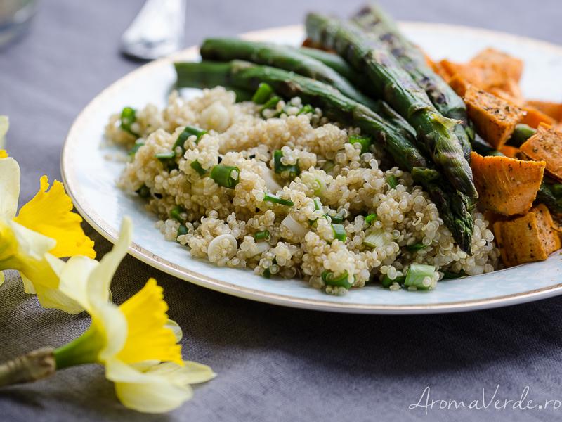 Quinoa cu cartofi dulci și sparanghel