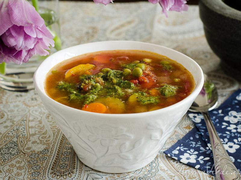 Supă Minestrone cu pesto verde