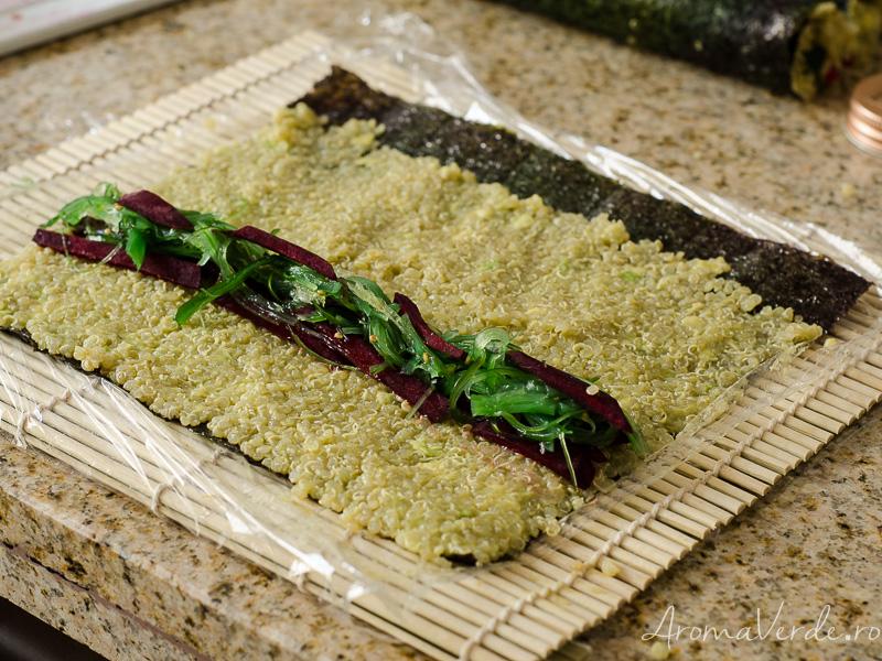 Sushi vegan cu alge nori și quinoa