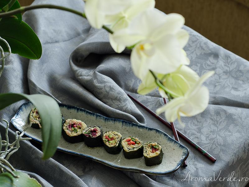 Sushi vegan cu alge nori, quinoa și legume
