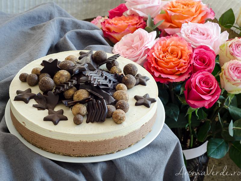 Tort raw cu cremă de vanilie și ciocolată