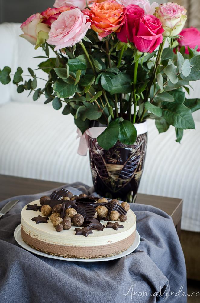 Tort raw vegan cu ciocolată și vanilie