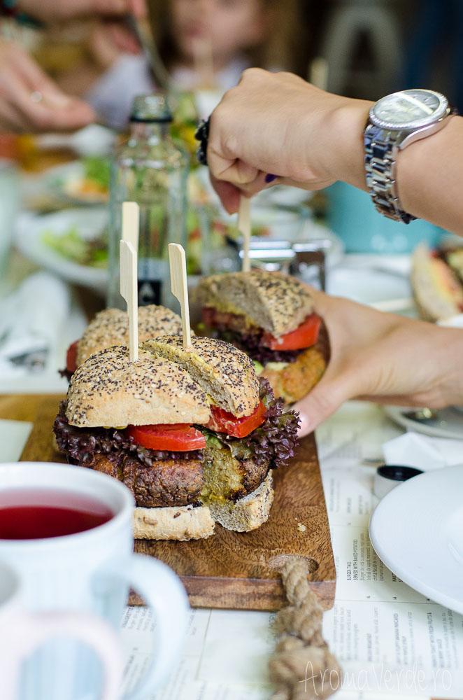 healthy-bloggers-sandwich-vegan-simbio-restaurant