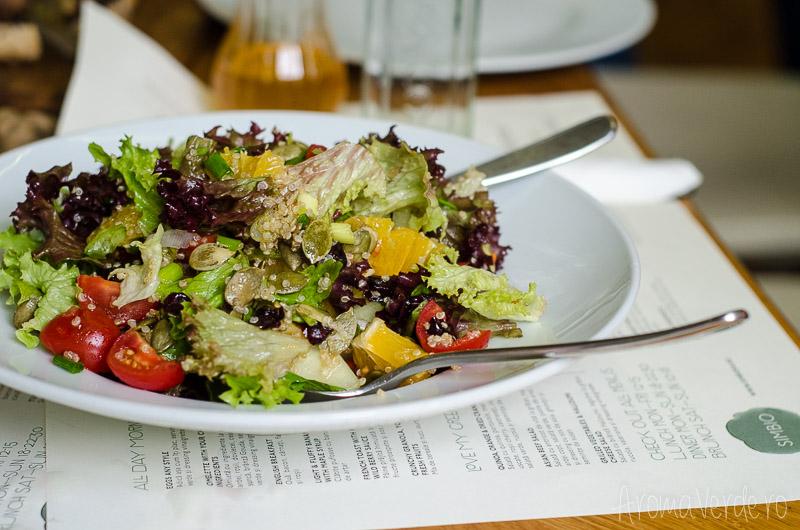 salata-cu-quinoa-simbio-restaurant