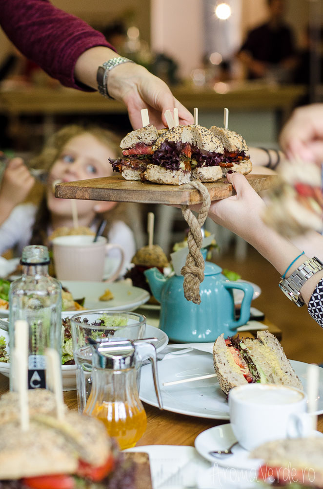 sharing-sandwich-vegan-simbio-restaurant