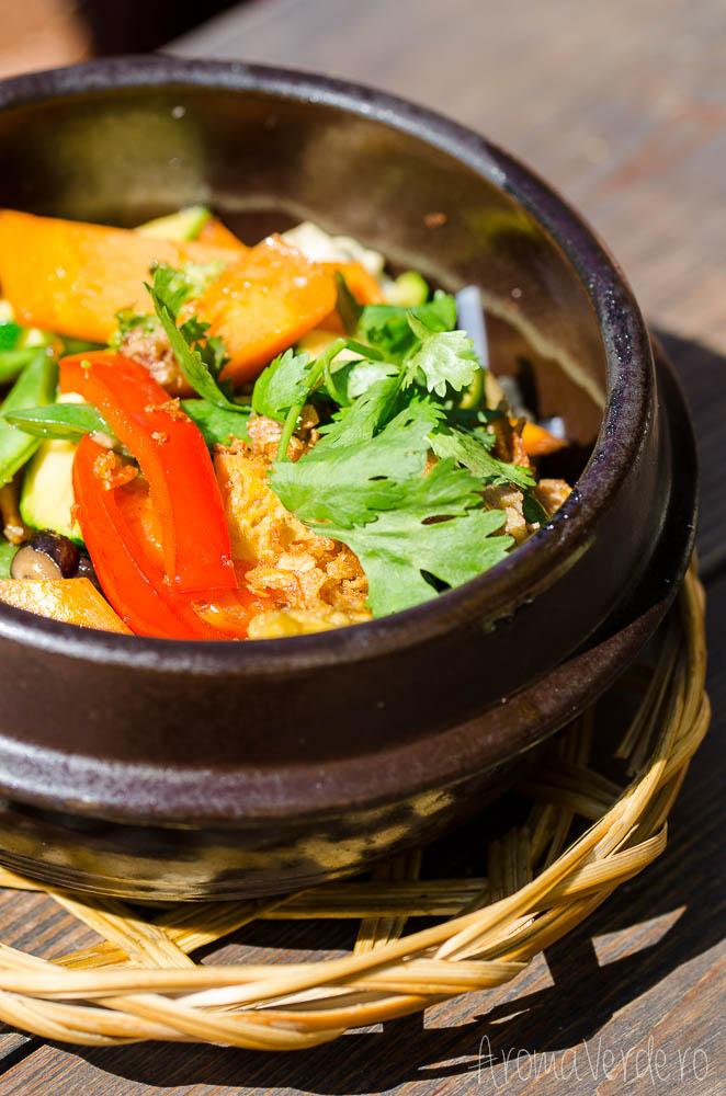 umami-restaurant-bowl-with-seitan