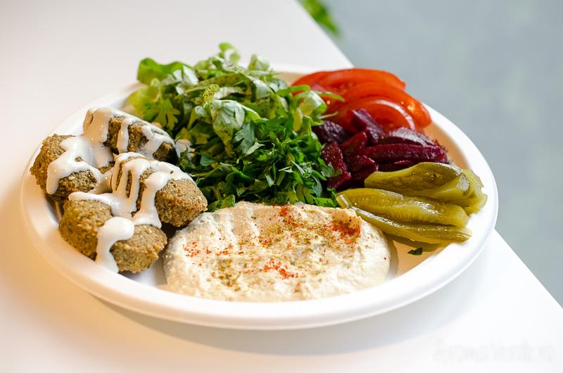 falafel-cu-hummus