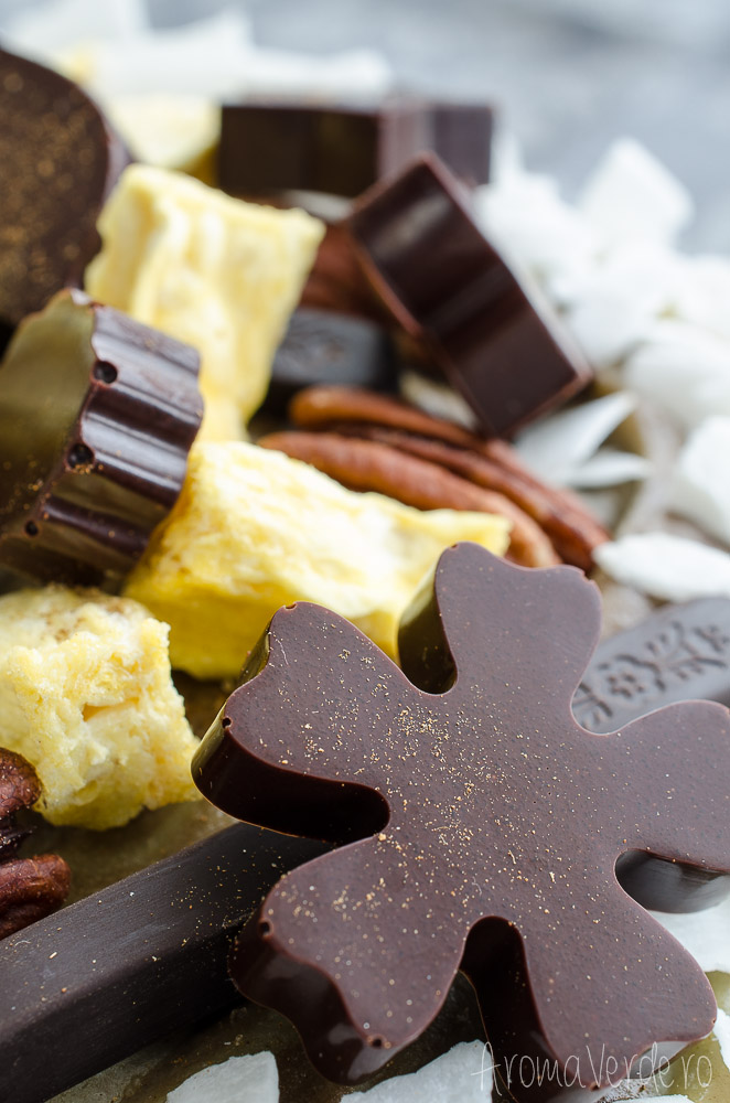 Decor-ciocolată-vegană-tort-raw-matcha