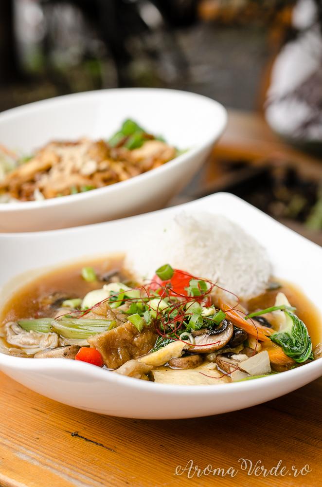 Tofu și seitan în sos tamarind cu orez Soy Berlin