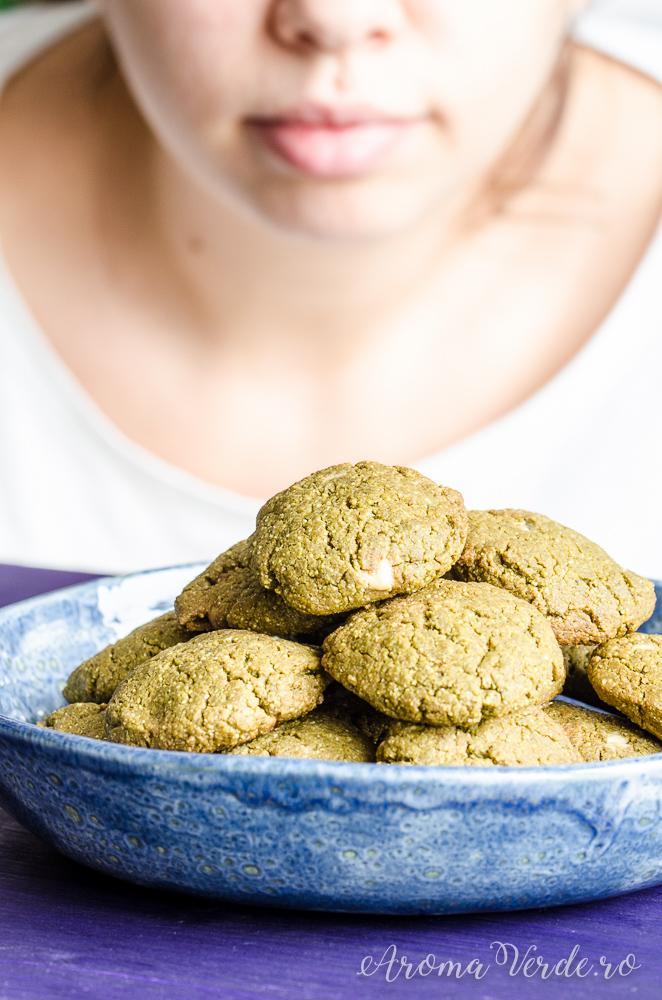 Biscuiți vegani cu matcha și ciocolată albă