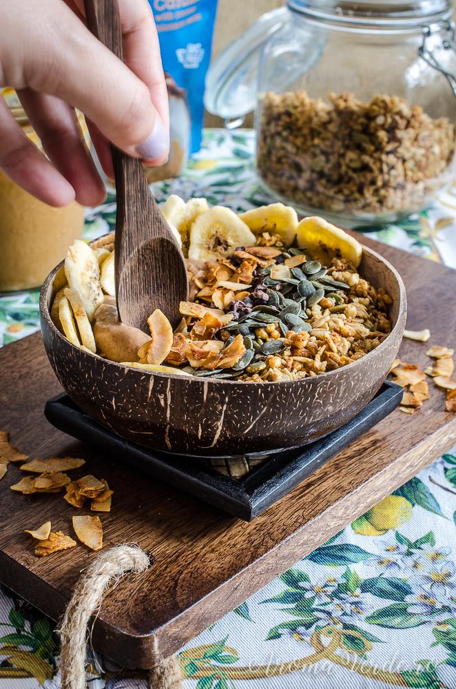 mic dejun rapid cu granola și semințe