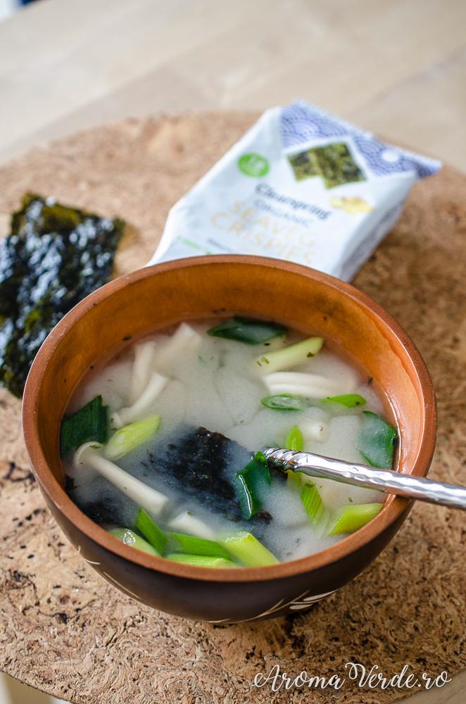 Supă miso alb cu alge nori