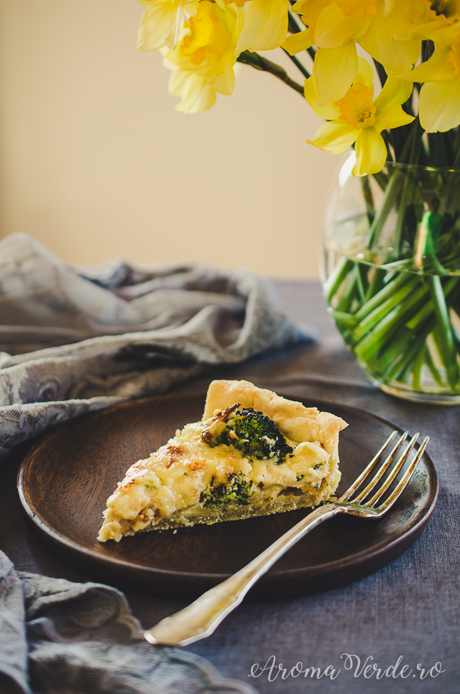 Felie quiche cu broccoli și ceapă