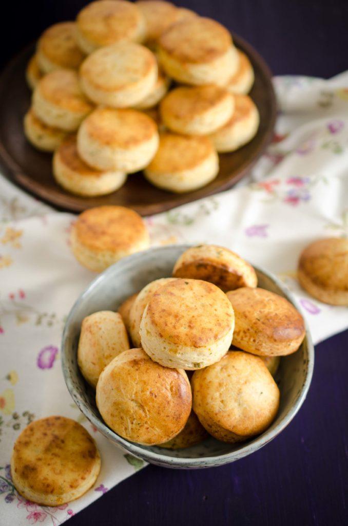 Biscuiți cu rozmarin și parmezan